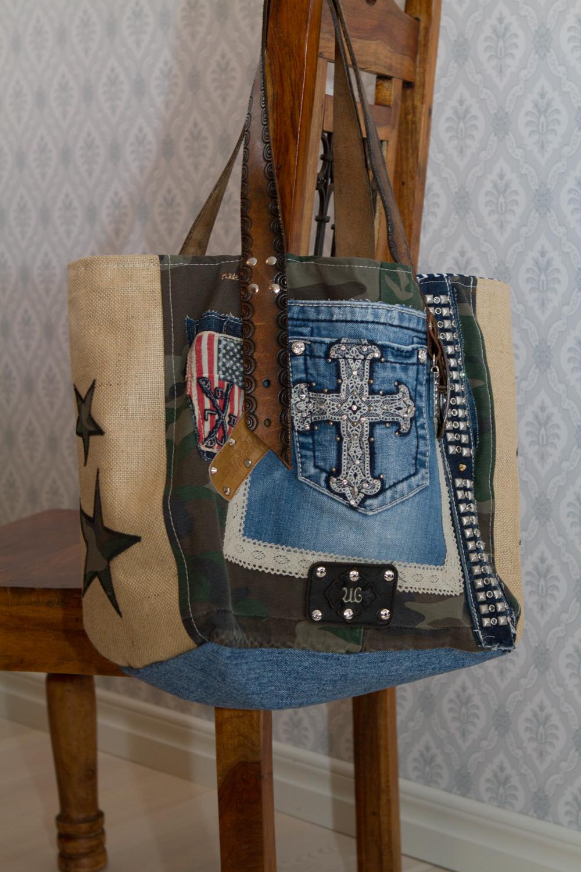 Två nya coola väskor har hittat in i webbutiken under Star väskorna.  Väldigt fräcka med egen attityd. För dig som vill ha något extra! abc991c4318cb